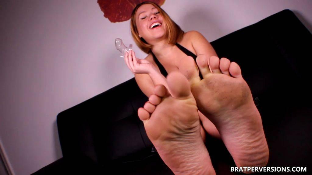 Chastity Reward: Her Feet