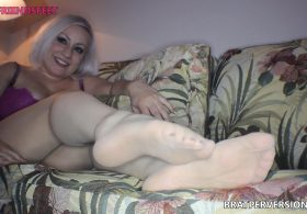 Pantyhose Casting Couch: Slutty MILF